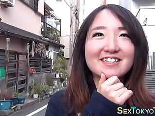 10:33 - Japanese babes flashing -