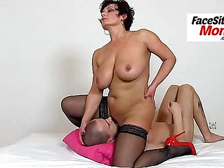6:23 - Hot amateur wife Ivona stockings and cunt licking -