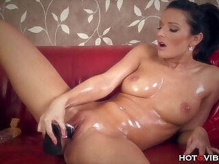 12:33 - Juicy Pussy Oiled Up MILF -