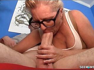 5:14 - Mature Woman Sucks The Bog Cock -