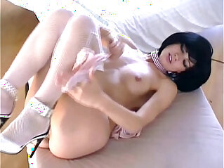 6:13 - Pretty brunette masturbates -