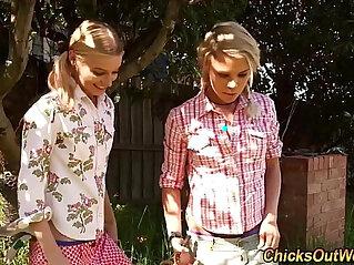 10:56 - Pissing australian lesbo -