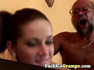 5:00 - Rihanna sucking old man -