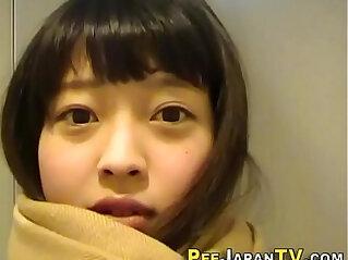 10:05 - Cute japanese teen pees -