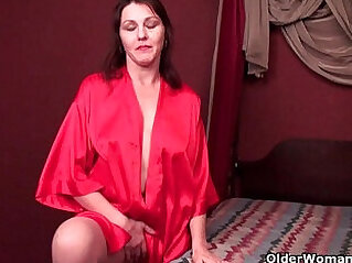 5:25 - Horny soccer mom cuts open pantyhose and works her hairy cunt -