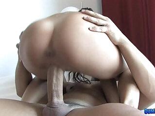 0:31 - Noemi Jolie buscando un buena polla Petite Teen Love Big Cock -