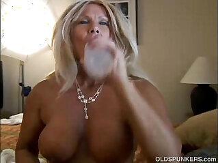 21:26 - Ravishing mature blonde loves fuck younger guys -