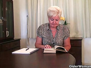 12:18 - Highly sexed grandma Sandie rubs her pierced clit -