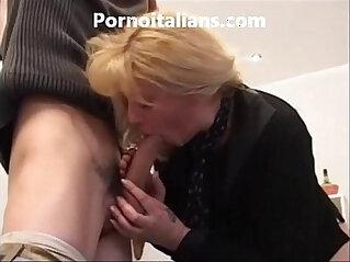 8:11 - Bionda matura moglie bagnata e vogliosa di cazzo pompino gustoso -