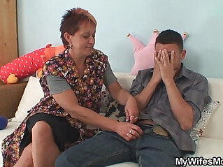 7:36 - Girlfriends old mom seduces her man -